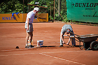 05-08-13, Netherlands, Dordrecht,  TV Desh, Tennis, NJK, National Junior Tennis Championships, Repairing the line<br /> <br /> <br /> Photo: Henk Koster