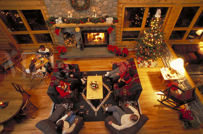 Winter, Holiday Vacation, Christmas Decorations, Lodge Interior, Accomodation, People Relaxing by Stone Fireplace, Stockings, Mantle, Hearth. Allaire Timbers Inn Bed & Breakfast (MR 476, 475, 541, 542, 359, 543, 544). Breckenridge Colorado United States R