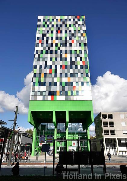 Utrecht Science Park. Casa Confetti op de Uithof. In de woontoren bevinden zich 377 studentenwoningen. Het ontwerp is afkomstig van Architectenbureau Marlies Rohmer.
