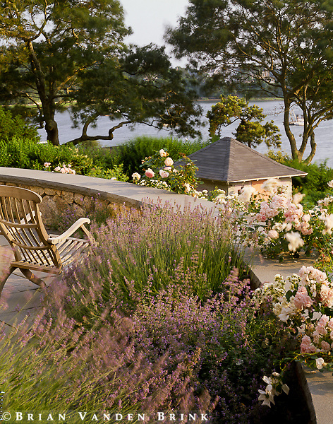 Design: Horiuchi & Solien Landscape Architects