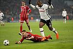 20.02.2018, Allianz Arena, M&uuml;nchen, GER, UEFA CL, FC Bayern M&uuml;nchen (GER) vs Besiktas Istanbul (TR) , im Bild<br />Joshua Kimmich (M&uuml;nchen), Ryan Babel (Instanbul)<br /><br /><br /> Foto &copy; nordphoto / Bratic