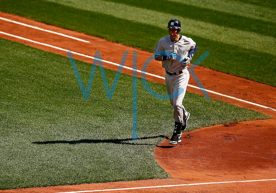 Derek Jeter #2 of the New York Yankees jogs back to the dugout following his first at bat that resulted in an out in the first inning against the Boston Red Sox at Fenway Park in his final career game on September 27, 2014 in Boston, Massachusetts. (Photo by Jared Wickerham for the New York Daily News)
