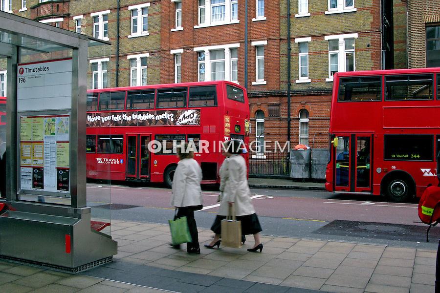 Treminal de ônibus em Vauxhal. Londres. Inglaterra. 2008. Foto de Juca Martins.