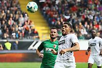Simon Falette (Eintracht Frankfurt) gegen Marcel Heller (FC Augsburg) - 16.09.2017: Eintracht Frankfurt vs. FC Augsburg, Commerzbank Arena