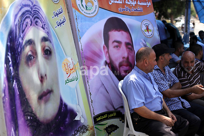 Palestinians take part in a protest calling for the release of Palestinian prisoners held in Israeli jails in in Gaza City on Sep. 01, 2013. Photo by Ashraf Amra