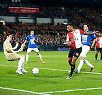 Nederland, Rotterdam, 30 oktober 2013<br /> KNVB Beker<br /> Seizoen 2013-2014<br /> Feyenoord-HSV Hoek<br /> Jordi de Jonghe (l.), keeper (doelman) van HSV Hoek keert de inzet van Samuel Armenteros (3e van l.) van Feyenoord en Giovanni Siereveld (r.) van HSV Hoek.