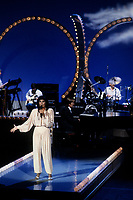 Pier Beland en spectacle pour la fete du Canada<br /> le le 1er juillet 1985, dans le Vieux-Port<br /> <br /> PHOTO : Agence Quebec Presse