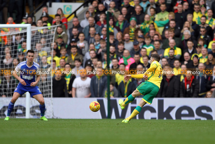 Wesley Hoolahan of Norwich City takes a shot at goal during Norwich City vs Ipswich Town, Sky Bet EFL Championship Football at Carrow Road on 26th February 2017