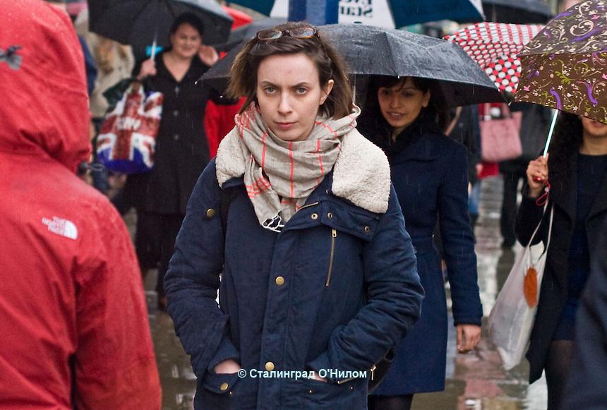 A Rainy April Day on Londons Oxford St (2012)