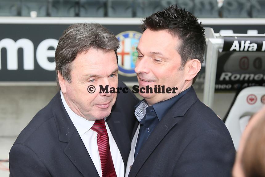 Vorstandsvorsitzender Heribert Bruchhagen (Eintracht) und Manager Christian Heidel (Mainz) begrüßen sich - Eintracht Frankfurt vs. 1. FSV Mainz 05