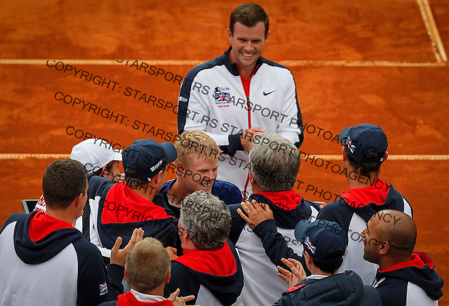 Davis Cup 2016 Quarter Final<br /> Srbija v Velika Britanija-Dubl-Doubles<br /> Dusan Lajovic SRB v Kyle Edmund GBR<br /> Kyle Edmund (C) celebrate with the team mates and team captain Leon Smith  TOP)<br /> Beograd, 17.07.2016.<br /> Foto: Srdjan Stevanovic/Starsportphoto.com&copy;