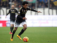Calcio, Serie A: Frosinone vs Juventus. Frosinone, stadio Comunale, 7 febbraio 2016.<br /> Juventus&rsquo; Juan Cuadrado in action during the Italian Serie A football match between Frosinone and Juventus at Frosinone's Comunale stadium, 7 January 2016.<br /> UPDATE IMAGES PRESS/Isabella Bonotto