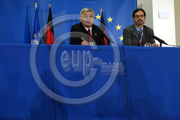 Belgium---Brussels---EU-Summit---italian presidency---Briefing Room    16.10.2003.Joschka FISCHER, Foreign Minister, Germany        ..PHOTO:  / ANNA-MARIA ROMANELLI / EUP-IMAGES