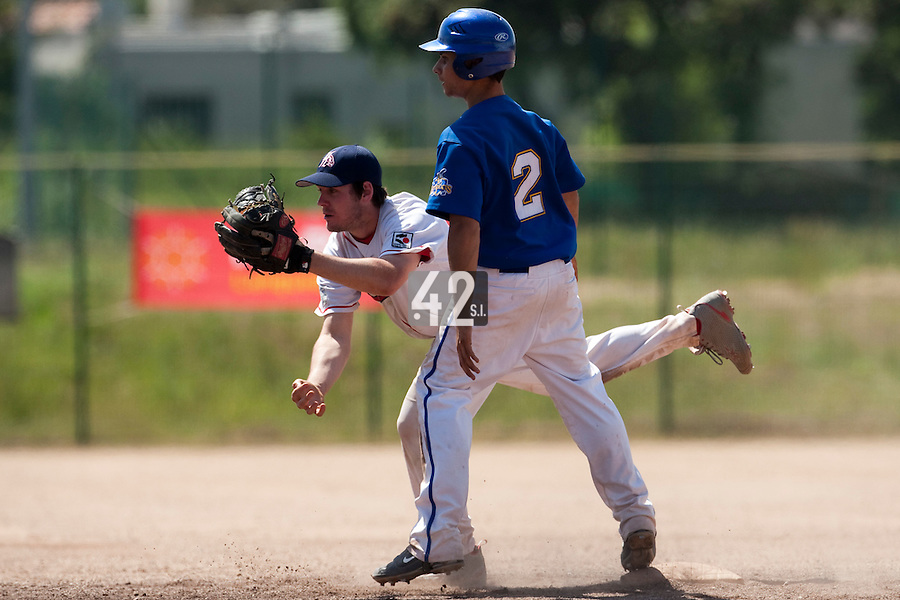 24 May 2009: Sebastien Vezina of La Guerche is seen on defense as Kevin Couard of Senart stands at second base during the 2009 challenge de France, a tournament with the best French baseball teams - all eight elite league clubs - to determine a spot in the European Cup next year, at Montpellier, France. Senart wins 8-5 over La Guerche.