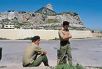 - English soldiers on the Rock....- militari inglesi sulla Rocca