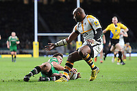 Johnny Williams of London Irish beats Sailosi Tagicakibau of Wasps to score a try during the Premiership Rugby match between London Irish and Wasps - 28/11/2015 - Twickenham Stadium, London<br /> Mandatory Credit: Rob Munro/Stewart Communications
