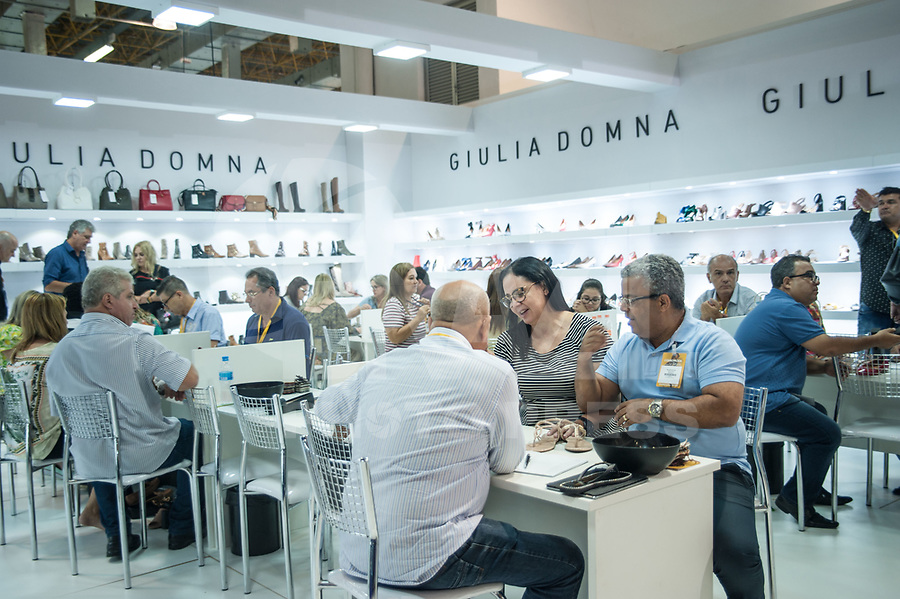 SÃO PAULO,SP, 15.01.2018 - COUROMODA-SP Começa hoje a maior feira de calçados das Américas, a Couromoda. A feira que vai de 15 a 18 de janeiro no Expo Center Norte,  conta com mais de duas mil marcas de calçados. A visita acontece na manhã desta segunda-feira, 15. (Foto: Rogério Gomes/Brazil Photo Press)