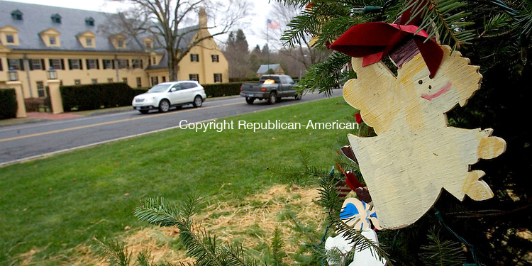 (Countrylife Banner Photo ONLY)<br /> MIDDLEBURY, CT. 30 November 2011-113011SV08-A homemade angel sits on the Christmas tree on the green in Middlebury Wednesday.<br /> Steven Valenti Republican-American