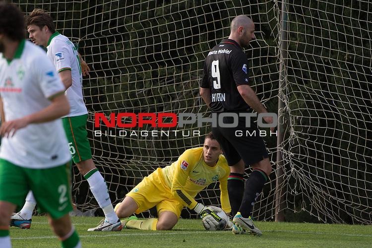 Trainingsgel&auml;nde, Jerez, ESP, 1.FBL, FSP  Werder Bremen (GER)  vs NEC Nijmegen (NED),  12.01.2014, <br /> <br /> Raphael Wolf (Bremen #20) <br /> Michael Higdon (NEC #9)<br /> <br /> Foto &copy; nordphoto/ Kokenge