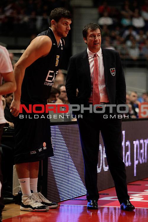 EA7 Emporio Armani Milan¬¥s Gentile and coach Luca Banchi (R) during Euroleague Basketball match. November 01,2013. Foto © nph / Victor Blanco)