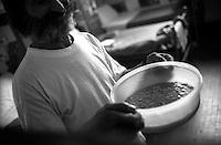 Roma Giugno 2000.Carcere di Rebibbia N.C..Il pranzo per i detenuti di una cella...Rome June 2000.Prison Rebibbia N.C..Lunch for the inmates of a cell.