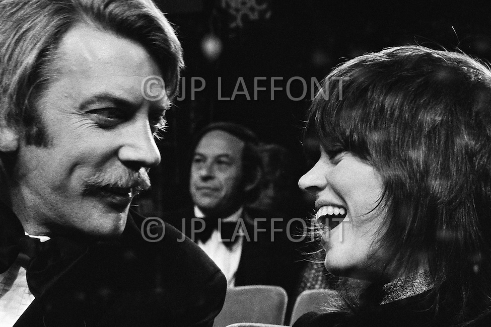 April 10th 1972, Los Angeles, California, USA. American Actress Jane Fonda, upon hearing her name as Best Actress in a Leading Role for Alan J. Pakula's film Klute (1971), shares her joy with her Canadian co- star, Donald Sutherland.
