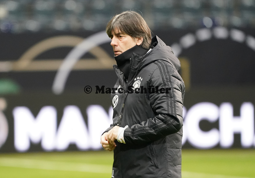 Bundestrainer Joachim Loew (Deutschland Germany) - 18.11.2019: Deutschland Abschlusstraining, Commerzbank Arena Frankfurt, EM-Qualifikation DISCLAIMER: DFB regulations prohibit any use of photographs as image sequences and/or quasi-video.
