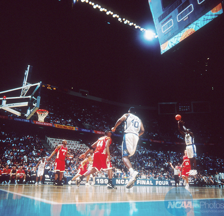 1 APR 1996:  Kentucky guard Tony Delk (00) takes an outside shot during the NCAA National Basketball Championship game against Syracuse in East Rutherford, NJ. Kentucky defeated Syracuse 76-67 to win the national title. Rich Clarkson/NCAA Photos.
