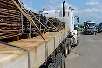 MOZAMBIQUE, Beira corridor, highway EN6, transport of copper plates by trucks from Zambia copperbelt to port Beira for Export to China / MOSAMBIK, Beira Korridor, LKW Transport mit Kupferplatten von Sambia´s Kupferminen zum Hafen Beira fuer Export nach China