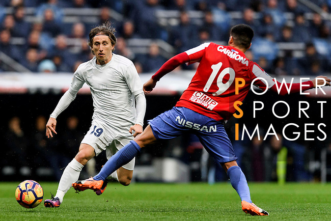 Luka Modric of Real Madrid fights for the ball with Carlos Carmona Bonet of Real Sporting de Gijon during the La Liga match between Real Madrid and Real Sporting de Gijon at the Santiago Bernabeu Stadium on 26 November 2016 in Madrid, Spain. Photo by Diego Gonzalez Souto / Power Sport Images