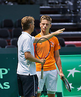 Switserland, Genève, September 16, 2015, Tennis,   Davis Cup, Switserland-Netherlands, Practise Dutch team, Captain Jan Siemerink talks to  rookie Tim van Rijthoven<br /> Photo: Tennisimages/Henk Koster