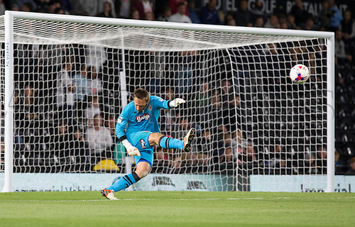09.08.2016. iPro Stadium, Derby, England. Football League Cup 1st Round. Derby versus Grimsby Town. Grismby Town goalkeeper James McKeown takes a goal kick.