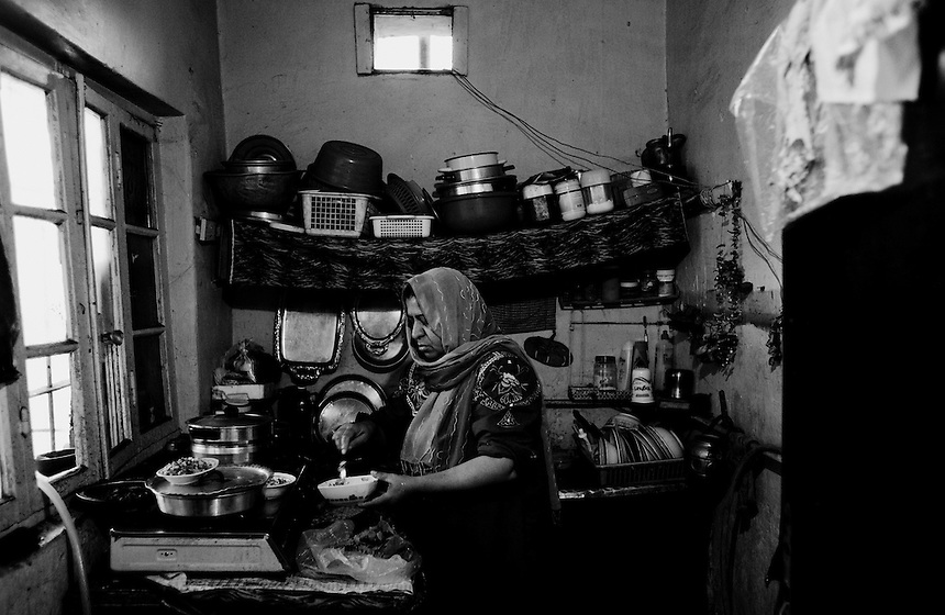 Salima, and Iraqi refugee from from Baghdad, in the makeshift kitchen of her home in Amman, Jordan, September 2009. Photo: Ed Giles.
