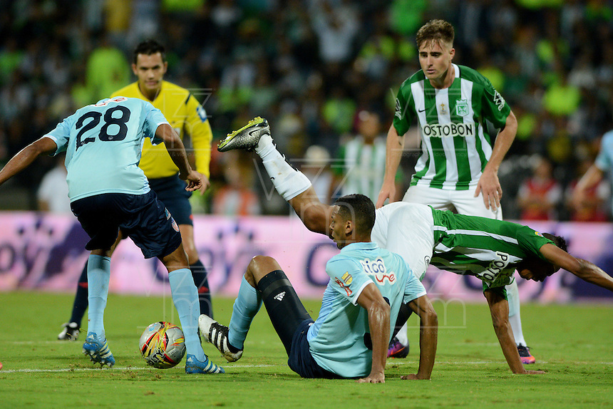 MEDELLÍN -COLOMBIA - 13-11-2016: Atlético Nacional y Atlético Junior durante partido de ida por la final de la Copa Águila 2016 jugado en el estadio Atanasio Girardot de la ciudad de Medellín./ Atletico Nacional and Atletico Junior during final first leg match of the Aguila Cup 2016 played at Atanasio Girardot stadium in Medellin city. Photo: VizzorImage/León Monsalve/STR