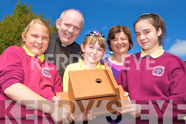Fr Michael Moynihan presents a bird nesting box to Castleisland Presentation pupils on Monday Castleisland Parish are presenting boxes to each school in their parish as part of Kerry Earth week l-r: Martha Bobrowska, Fr Michael Moynihan, Grace Murphy, Marie O'Connor Principal and Marie Fleming