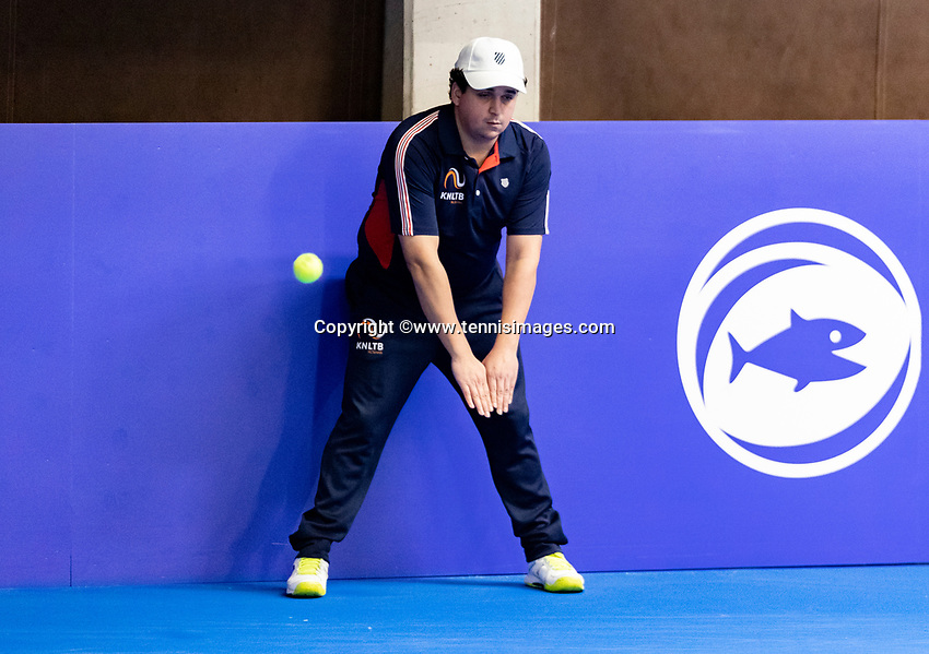 Alphen aan den Rijn, Netherlands, December 15, 2018, Tennispark Nieuwe Sloot, Ned. Loterij NK Tennis, Linesman in action<br /> Photo: Tennisimages/Henk Koster