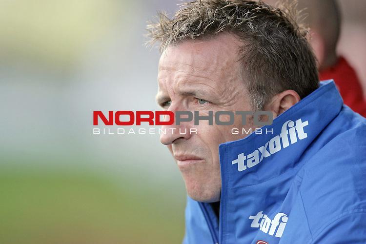 RLN  2006/2007 - 17. Spieltag - <br /> Kickers Emden vs Dynamo Dresden (gelb )<br /> <br /> Trainer Norbert Meier<br /> <br /> <br /> Foto &copy; nordphoto <br /> <br /> <br /> <br />  *** Local Caption ***