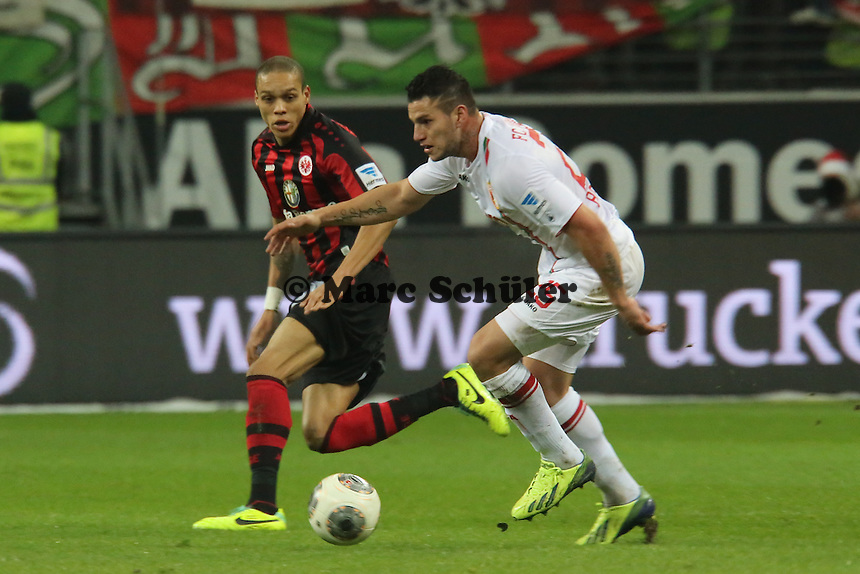 Raul Bobadilla (Augsburg) gegen Bamba Anderson (Eintracht) - Eintracht Frankfurt vs. FC Augsburg