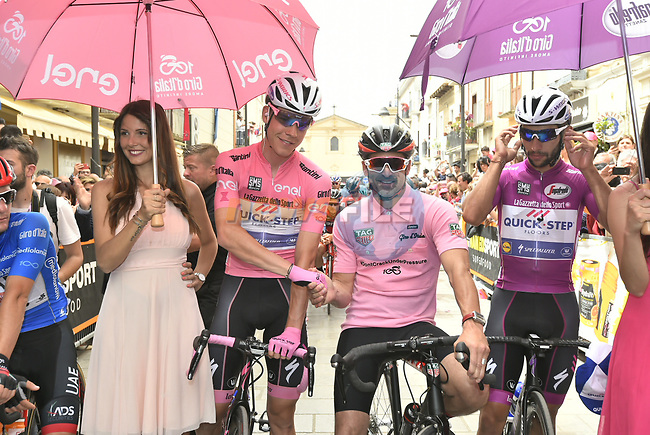 Actor and racing driver Patrick Dempsey guest of BMC Racing Team pictured with race leader Bob Jungels (LUX) and Maglia Ciclima Fernando Gaviria (COL) Quick-Step Floors before the start of Stage 7 of the 100th edition of the Giro d'Italia 2017, running 224km from Castrovillari to Alberobello, Italy. 12th May 2017.<br /> Picture: LaPresse/Fabio Ferrari | Cyclefile<br /> <br /> <br /> All photos usage must carry mandatory copyright credit (&copy; Cyclefile | LaPresse/Fabio Ferrari)