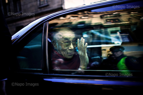 Wroclaw 09.12.2008 Poland<br /> His Holiness XIV Dalai Lama in the car.<br /> Continuing his tour of Poland, The Dalai Lama has visited discrit of the four temple in the south-western city of Wroclaw. At synagogue His Holiness has met with Wroclaw's Judaism and Catholicism head representatives. Tomorrow, the Dalai Lama will receive the honorary citizenship of Wroclaw, before going to Warsaw in the afternoon.<br /> Photo: Adam Lach / Napo Images<br /> <br /> Jego Swiatobliwosc XIV Dalajlama w samochodzie.<br /> Kontynuujac swoja podroz po Polsce, Dalajlama odwiedzil dzielnice czterech swiatyn we Wroclawiu. Jego Swiatobliwosc spotkal sie z wroclawskimi przedstawicielami judaizmu i katolicyzmu. Nastepnego dnia Dalajlama zanim wybierze sie do Warszawy, otrzyma honorowe obywatelstwo Wroclawia.<br /> Fot. Adam Lach / Napo Images