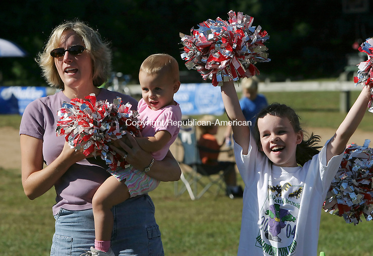 SOUTHBURY,  CT 18 September 2005 -091805BZ06- From left- Melissa Connolly, of Waterbury, and her daughter Kyleigh Connolly, 21-months-old, cheer for her husband and Kyleigh's father Fran Connolly, while Aisling Connolly (CQ), 8, of Middlebury, cheers for her father Joe Connolly during the opening moments of a 10K fall classic road race in Southbury Sunday morning.  Fran and Joe Connolly are brothers.<br /> Jamison C. Bazinet / Republican-American