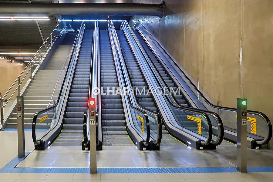 Escada rolante na estaçao do Metro Vila Prudente, Sao Paulo. 2018. Foto © Juca Martins.