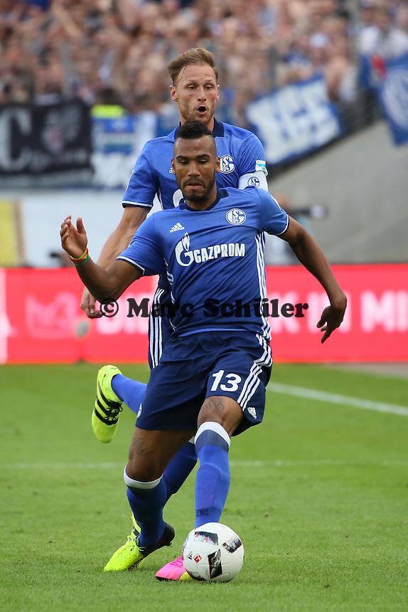 Eric-Maxim Choupo-Motim (FC Schalke 04) und Benedikt Höwedes (FC Schalke 04) - 27.08.2016: Eintracht Frankfurt vs. FC Schalke 04, Commerzbank Arena