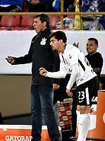 BOGOTA - COLOMBIA – 28 - 02 - 2018: Fabio Carille (Izq.), técnico de de Corinthians (BRA), da instrucciones a Fagner (Der.) jugador, durante partido entre Millonarios (COL) y Corinthians (BRA), de la fase de grupos, grupo 7, fecha 1 de la Copa Conmebol Libertadores 2018, en el estadio Nemesio Camacho El Campin, de la ciudad de Bogota. / Fabio Carille (L), coach of Corinthians (BRA), give instructions to Fagner (Der.) the player, during a match between Millonarios (COL) and Corinthians (BRA), of the group stage, group 7, 1st date for the Conmebol Copa Libertadores 2018 in the Nemesio Camacho El Campin stadium in Bogota city. VizzorImage / Luis Ramirez / Staff.