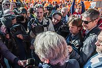JEAN CLAUDE MAILLY INTERVIEWE AVANT LE DEPART DE LA MANIFESTATION JEAN CLAUDE MAILLY INTERVIEWE AVANT LE DEPART DE LA MANIFESTATION INTERSYNDICALE DE LA FONCTION PUBLIQUE
