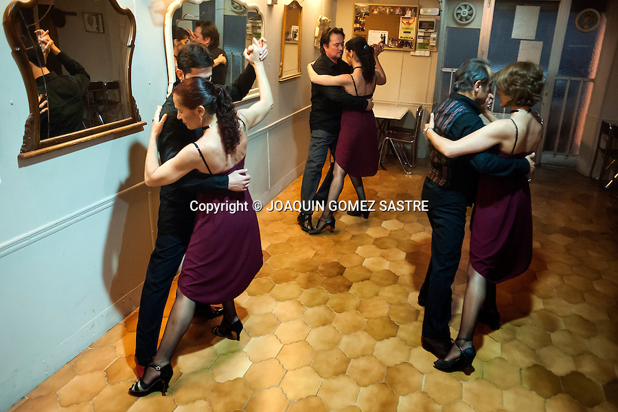 Acting tango dance in the local Association Friends of Tango in Alicante<br />  PHOTO &copy; JOAQUIN GOMEZ  SASTRE