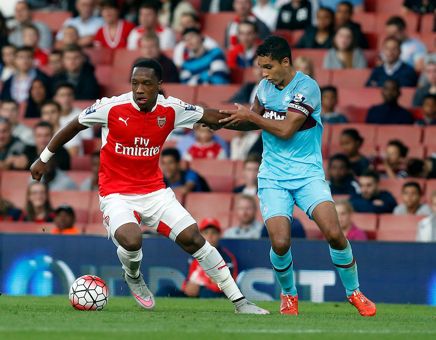 Arsenal's Kaylen Hinds vies for possession with West Ham United's Kyle Knowle<br /> <br /> Photographer Kieran Galvin/CameraSport<br /> <br /> Football - Barclays U21 Premier League - Arsenal U21 v West Ham U21 - Friday 28th August 2015 - The Emirates Stadium - London<br /> <br /> &copy; CameraSport - 43 Linden Ave. Countesthorpe. Leicester. England. LE8 5PG - Tel: +44 (0) 116 277 4147 - admin@camerasport.com - www.camerasport.com