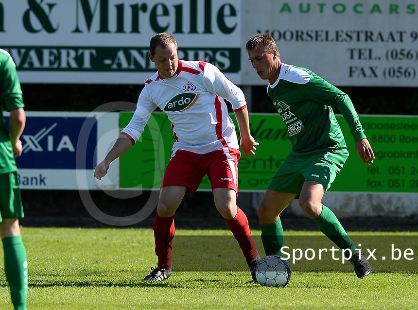 Dosko Beveren - KVC Ardooie : Kevin Laevens (r) aan de bal voor Jeroen Staelens (links) <br /> Foto VDB / Bart Vandenbroucke