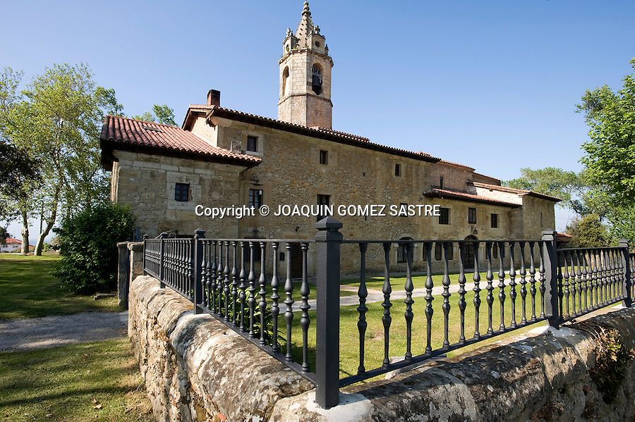 LOREDO-CANTABRIA.Vista de la Ermita de Nuestra Señora de Latas en la localidad de Cantabra de Loredo.foto © JOAQUIN GOMEZ SASTRE
