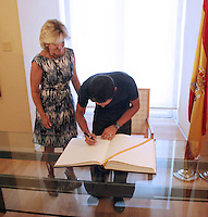 10.09.2012 Madrid. España. Alberto Contador es recibido en la Comunidad de Madrid por Esperanza Aguirre despues de conquistar la Vuelta
